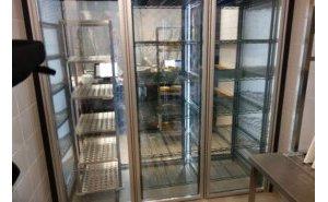 Projekt i realizacja innowacyjnej komory przeszklonej dla restauracji Pizza Hut Express 2