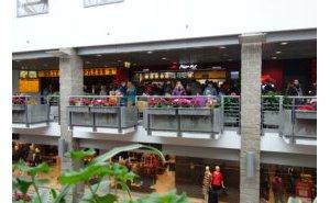Projekt i realizacja innowacyjnej komory przeszklonej dla restauracji Pizza Hut Express 3