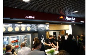 Projekt i realizacja innowacyjnej komory przeszklonej dla restauracji Pizza Hut Express 5